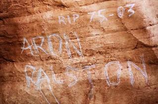 死を覚悟し名前を刻んだ岩
