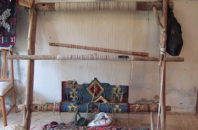キリムの織り機