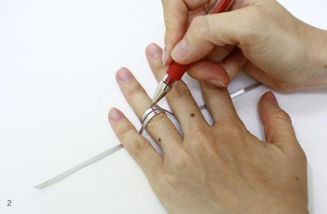 サイズ 方 指輪 測り