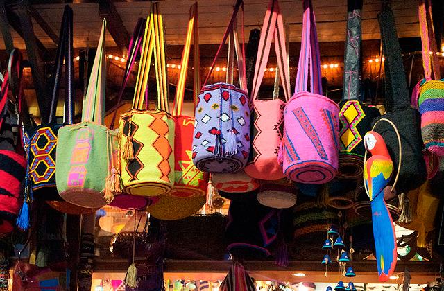 現地でたくさん売られているmochila(バッグ)