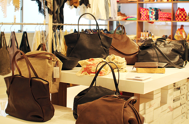 実店舗にて Ense(アンサ)のバッグたち