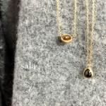 sala(さら)の落ち着いたブラウンダイヤのネックレスで、大人の可愛らしさをアピール♪