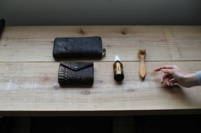 Emse_leather_Item_care_harako_junbisurumono